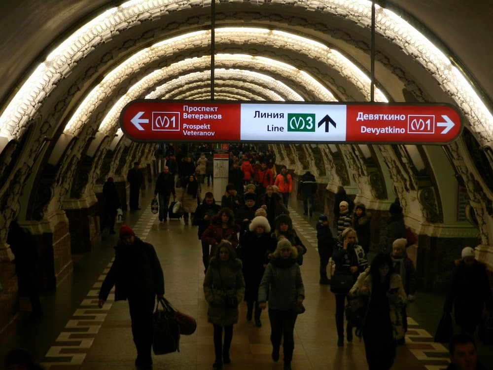 Ploschad Vosstaniya Metro station