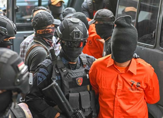 Diduga Terlibat Sejumlah Kasus Teroris, Densus 88 Amankan Seorang Pria di Bone