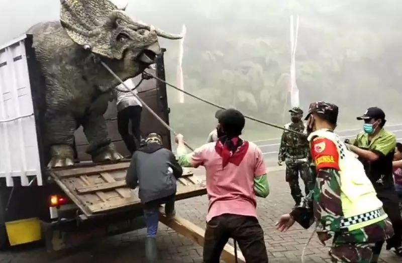 Video Dinosaurus di Media Sosial