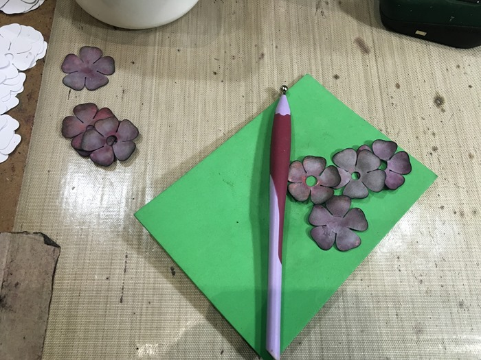 10 Hand-Embossing Small Roses