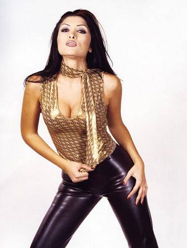 Arab Model Lamia Alhachem stand
