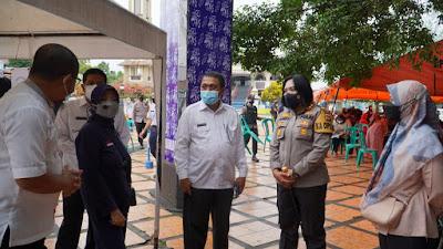 Kapolres Banjar Bersama Wali Kota Pantau Pelaksanaan Vaksinasi di Alun-alun