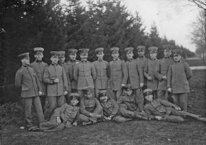 Ernst Hess comandant van Hitler in WO1 groepsfoto.jpg