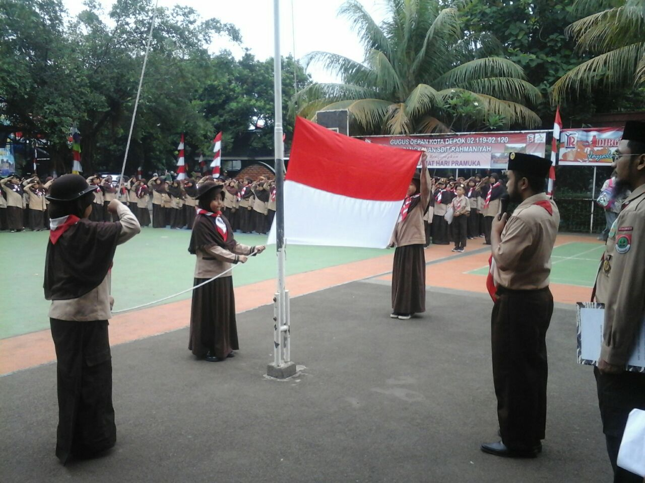 Upacara Pramuka Penggalang Sdit Rahmaniyah Aneka Badge Regu Pada Kamis 25 Agustus 2016 Pekan Kali Ini Nampak Adik Berbaris Rapih Di Lapangan Sesuai Dengan