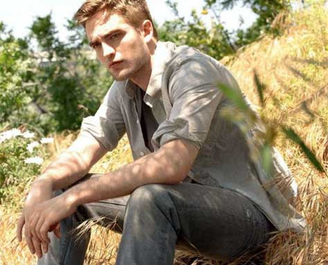 Robert Pattinson, posando