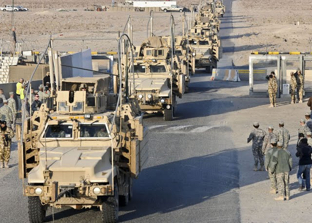 Kuwait - American military equipment being withdrawn from Iraq 2011