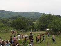 Kellemes idő, szép környezet várta a lovasokat Szomotoron.jpg