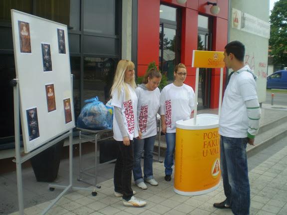14.05.2010 - Studentska humanitarna akcija prikupljanja stare odece - p5120014_resize.jpg
