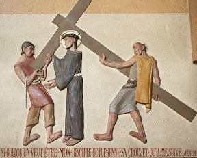IIème station : Jésus est chargé de sa croix
