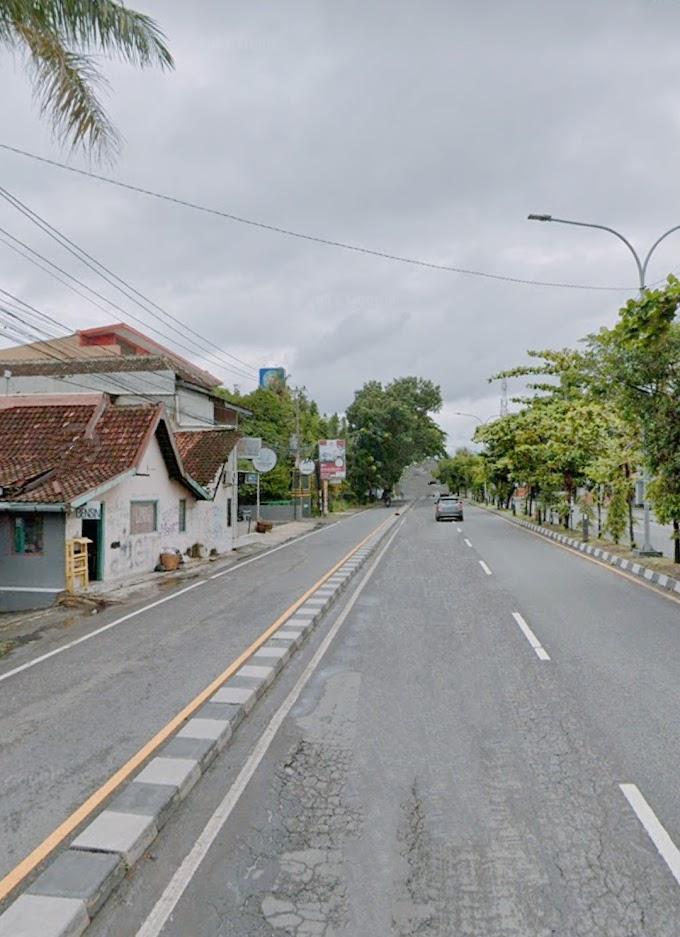 Tanah Murah Istimewa strategis Bonus Rumah dan Ruang Usaha Pinggir Jalan Raya Utama Ringroad Barat