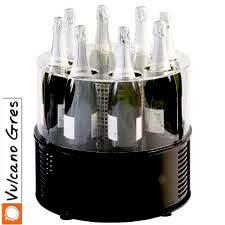 Botellero enfriador para colocar cara al cliente en establecimientos de hostelería. Con este innovador diseño logramos dos objetivos, sorprender al cliente y promover la venta del licor.