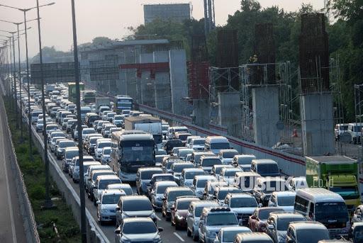 Ini Penyebab  Kemacetan Cikampek