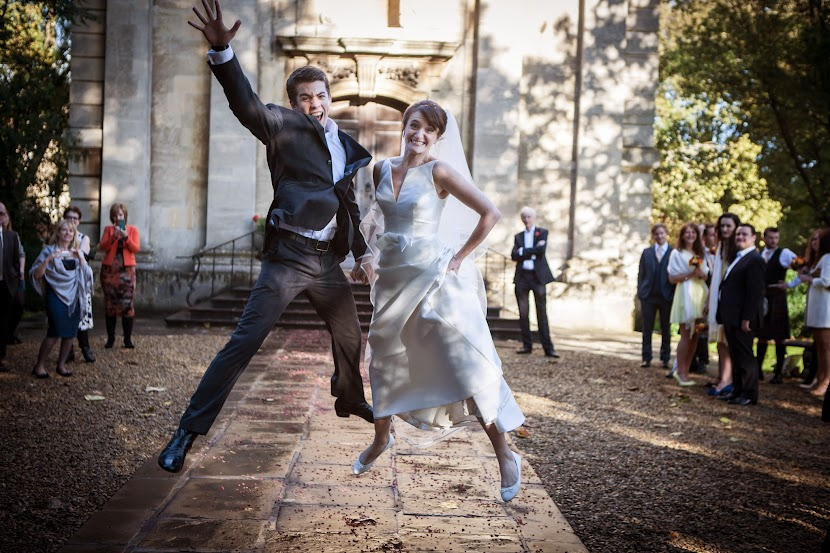wedding-couple-jumping