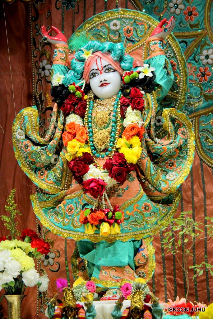 ISKCON Juhu Sringar Deity Darshan on 19th Jan 2017 (45)