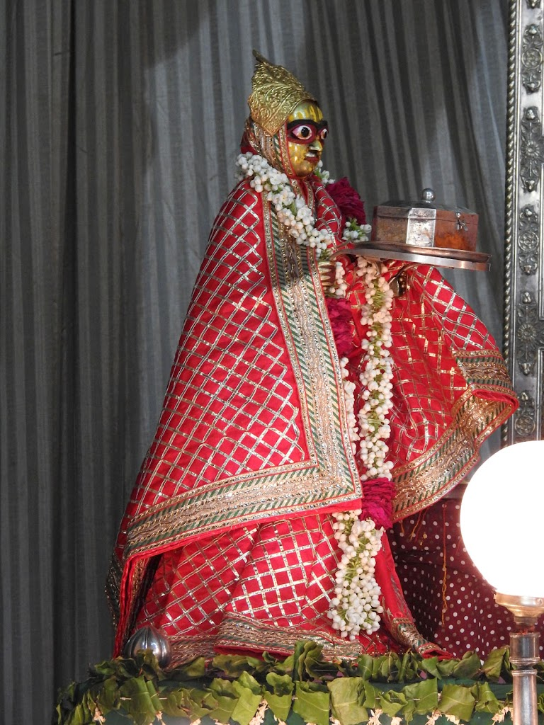 Radha Govind Devji Deity Darshan 16 August 2016 (25)