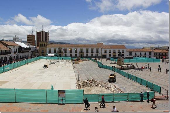 2018-24abr-se-amplia-cerramiento-en-la-plaza-de-bolivar-por-seguridad-de-los-transeunte