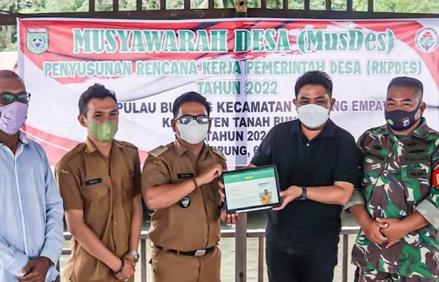 Waket DPRD Kalsel Serahkan Aplikasi Gides Sambil Wisata ke Pulau Burung