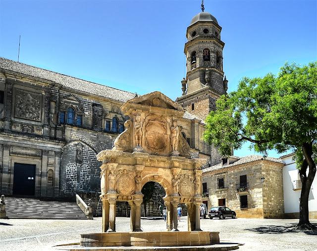 Empedrados callejones rodean la Catedral de Baeza
