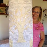 שמלת התורה לחגים, נתפרה מטלאים. The Torah dress for holidays, made from patchwork.