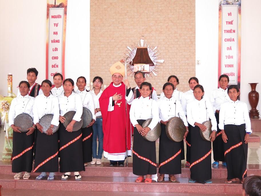 Hình ảnh Đức Giám Mục Giáo phận thăm viếng và ban phép thêm sức tại Giáo xứ Khánh Vĩnh - Giáo hạt Diên Khánh
