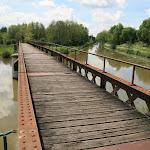 Canal du Loing : passerelle de l'écluse de Buges