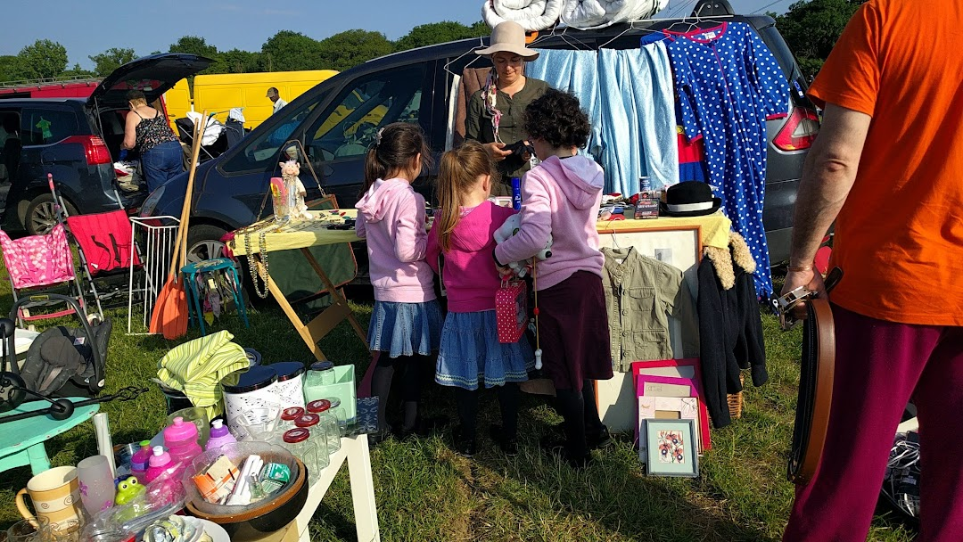 Dagger Lane Car Boot Sale Busy Sunday Car Boot Sale Open From