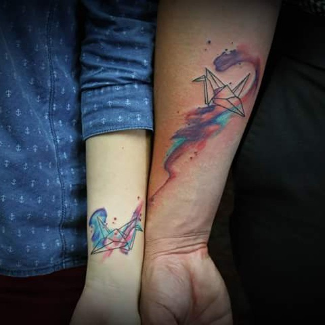 guindastes_de_papel_casal_braço_tatuagens