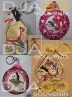 Souvenir gantungan kunci pas untuk acara pernikahan