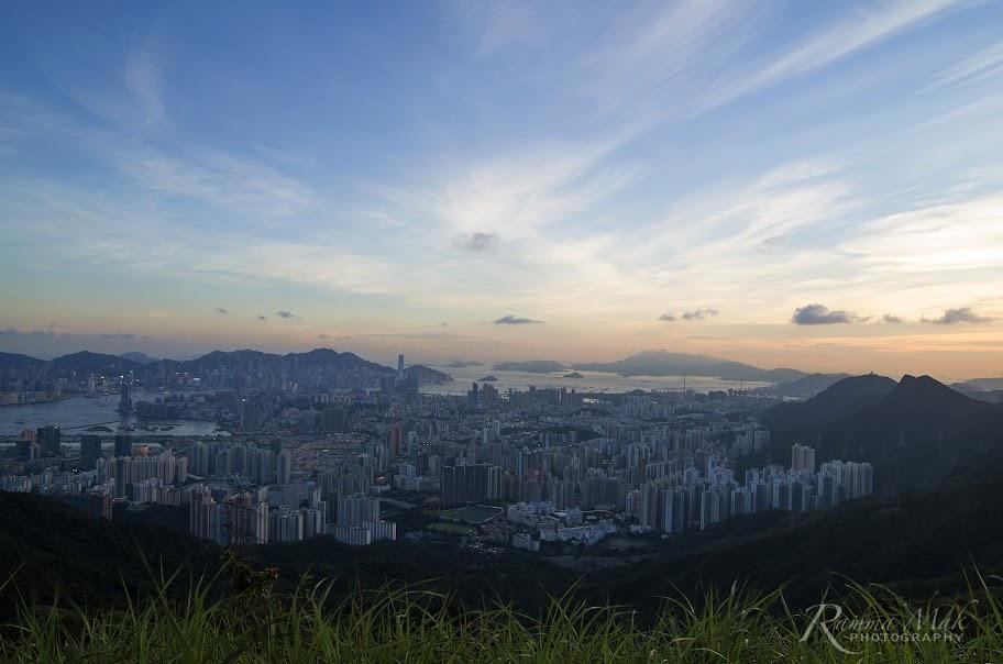 在山丘上看到的都市景觀