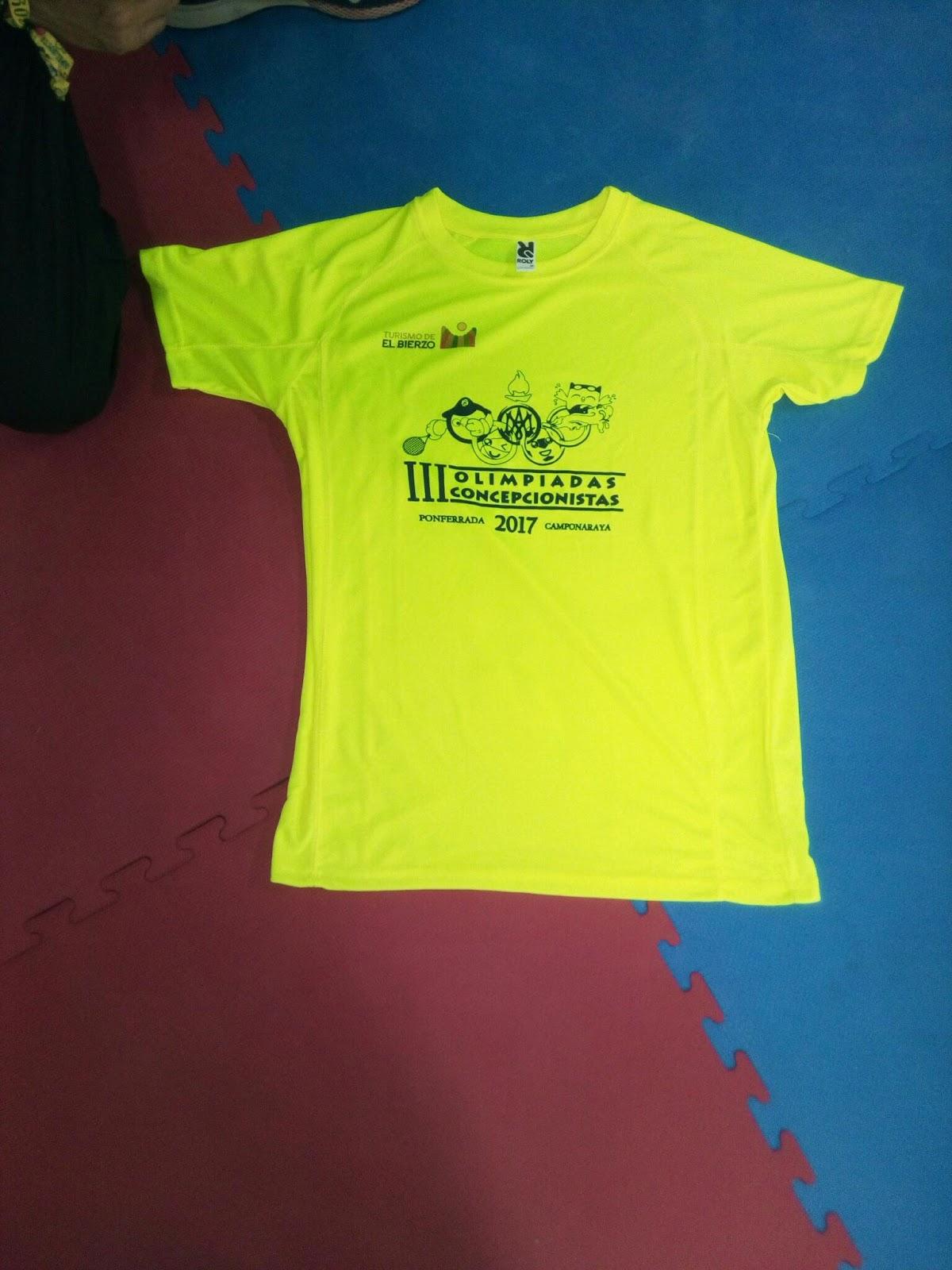7eacfbb89 Todas las personas que llevan la camiseta amarilla fosforita que veis en la  foto