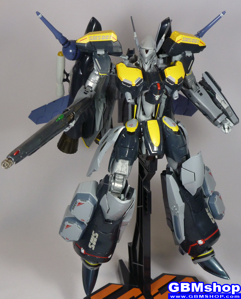 Macross Frontier VF-25S Armored Messiah with Reaction Missiles Battroid Mode Renewal Version