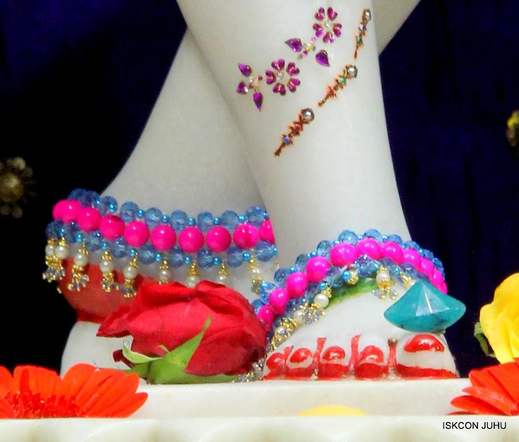 ISKCON Juhu Sringar Deity Darshan on 10th July 2016 (43)