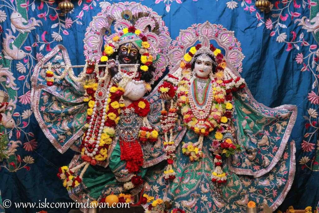 ISKCON Vrindavan Sringar Deity Darshan 17 Dec 2015 (15)