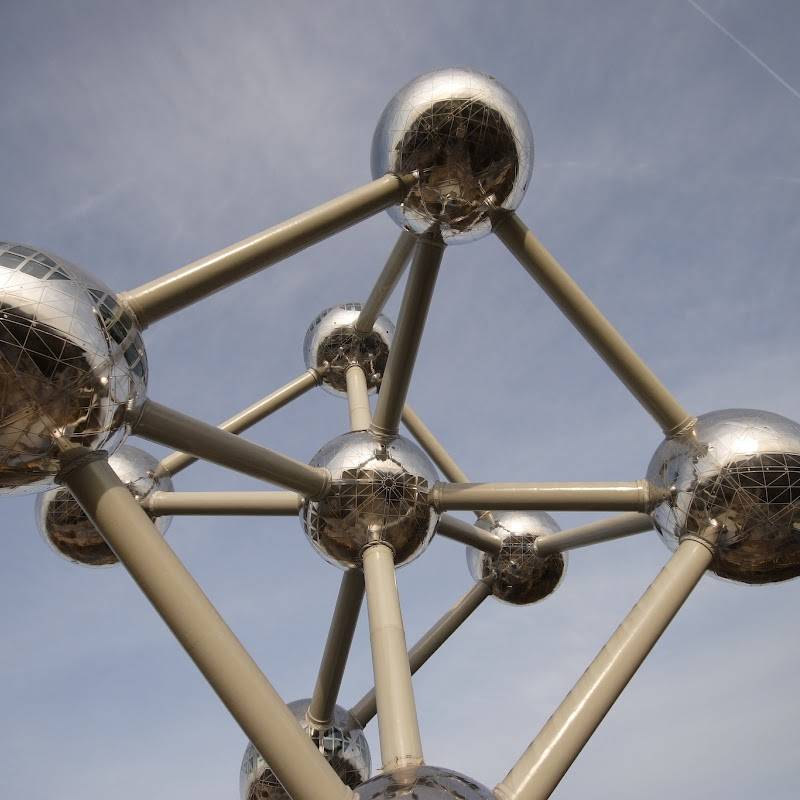 Brussels_080 Atomium from Underneath.jpg