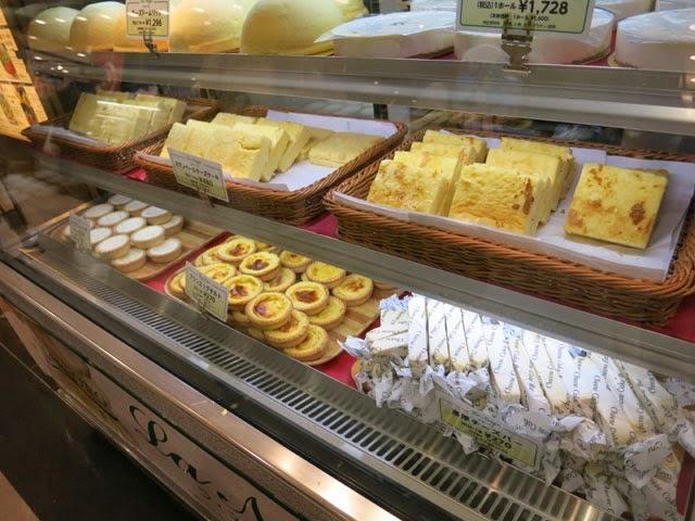 店頭に並んだラ・ネージュのケーキの数々