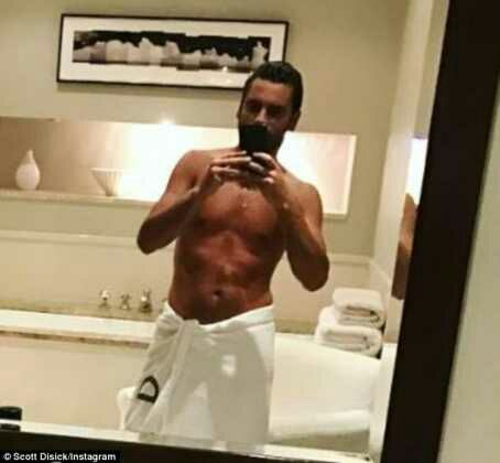 Scott Disick Shows Off Chiseled Abs In Nude Mirror Selfie