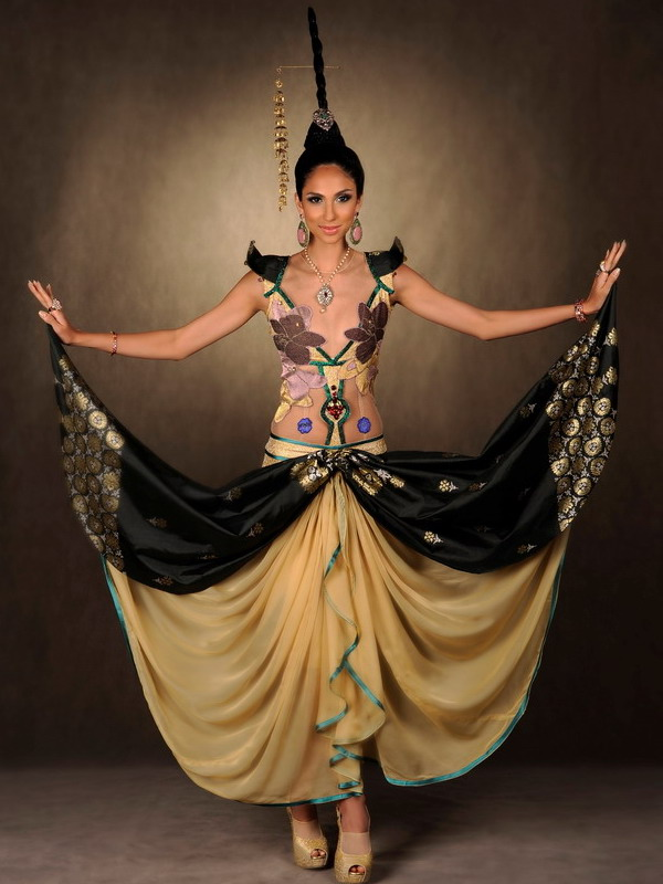 Miss Universe Malaysia 2011 Wau National Costume Unveiled