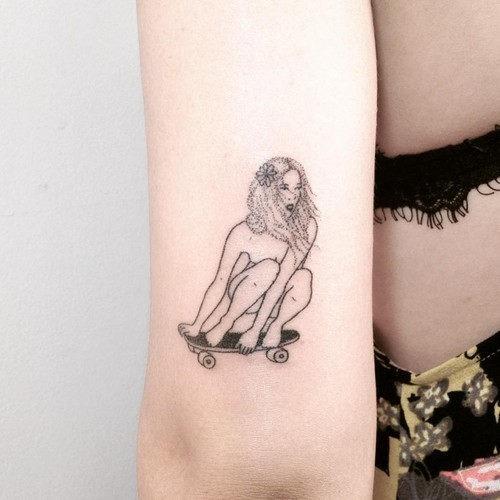 este_chutar_a_bunda_de_cali_menina_da_tatuagem_para_mulheres