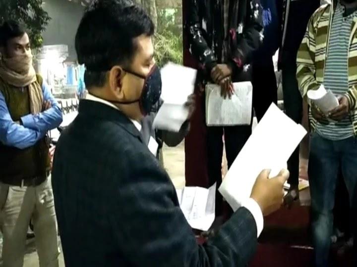 रात्रि गश्ती के दौरान सुपौल SP ने सड़क पर लगाई पाठशाला, छात्रों को दिए परीक्षा संबंधी टिप्स