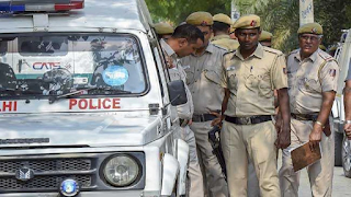shocking-servant-looted-44-lakhs-and-car