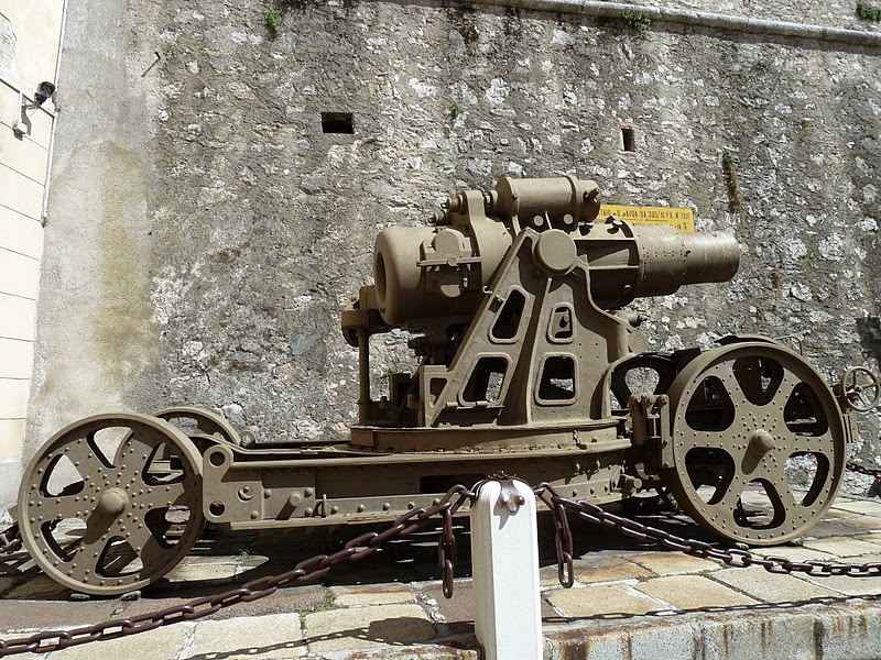View of the right side of the Skoda 305/10 mortar gun - Rovereto, Italy
