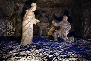Escultura de Santa Kinga en las minas de sal de Wieliczka