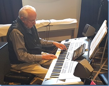 Rob Powell playing his Yamaha 76 note Tyros 5.