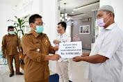 Walikota Banda Aceh Serahkan Bantuan untuk Penyandang Disabilitas