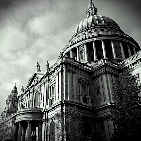 St. Pauls by Sam Shoesmith - Instagram & Mobile iPhone