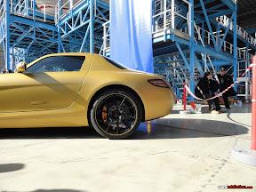 Gold Mercedes SLS 6.3 AMG