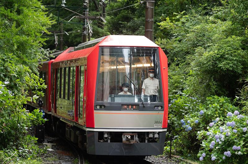200711 小涌谷駅に入ってきた試運転列車