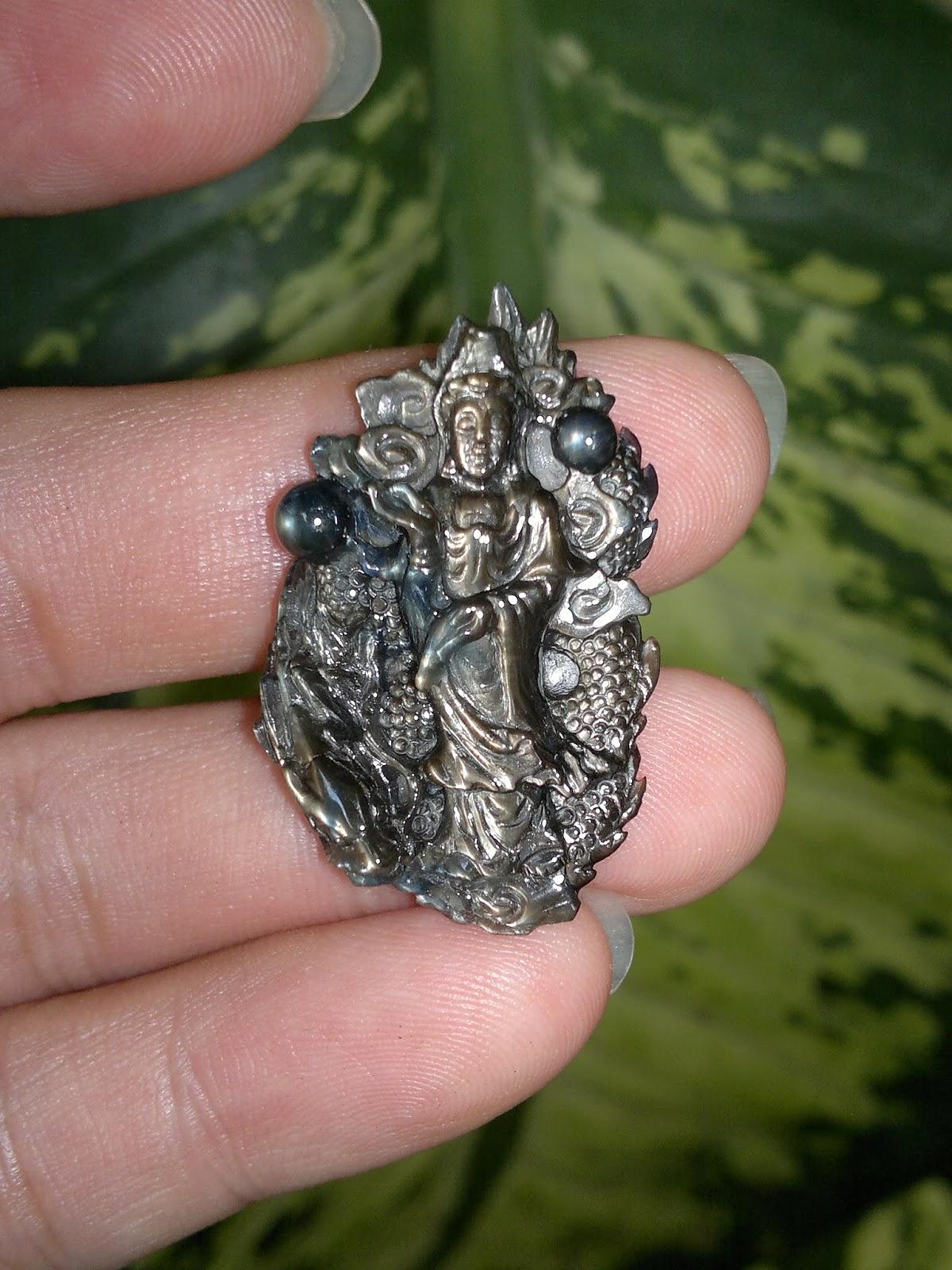 Mẹ Quán Thế Âm, đá quý Sapphire Phan Thiết thiên nhiên chạm tinh tế, toàn bộ trái châu đều lên sao đẹp tự nhiên