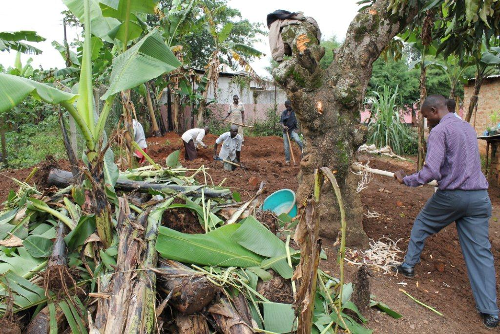 Bezoek nov./dec. 2011 - Bouw Toilet - Oeganda%2Bnov_dec%2B2011%2Bweek%2B1%2B096.jpg