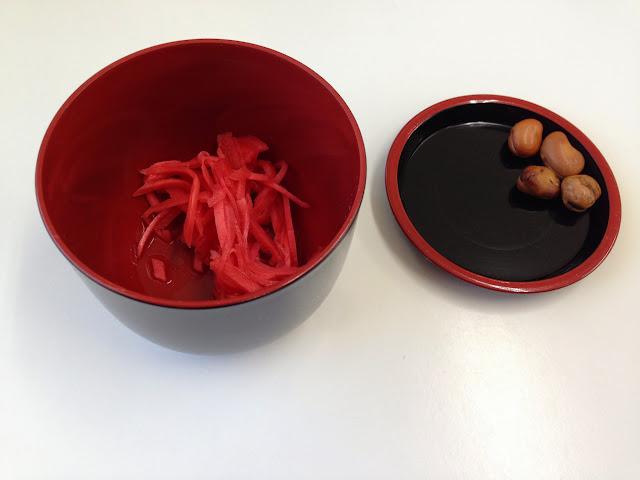 ラーメン屋一真軒の紅生姜と空豆-2